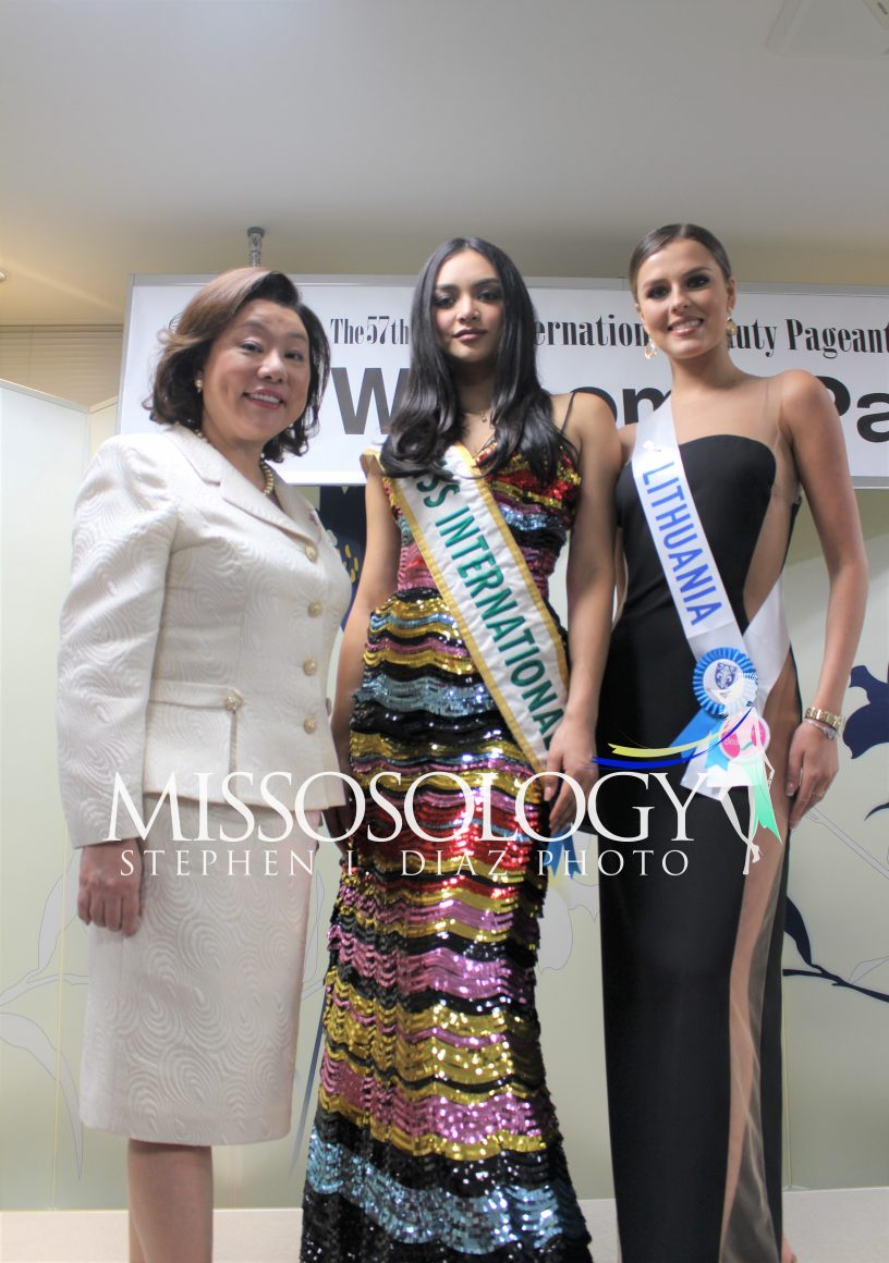 pageantfame.comb74db IMG 3719 69c48c104001465bfafde998ee16a34457a72122 - Who stood out during a Miss International 2017 acquire party?